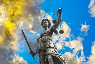 Justitia als Symbol für die Rechtsschutzversicherung der Alten Leipziger