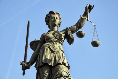 Justitia als Symbol für die faire Deurag Rechtsschutzversicherung